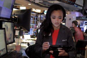 Lauren Simmons stock broker